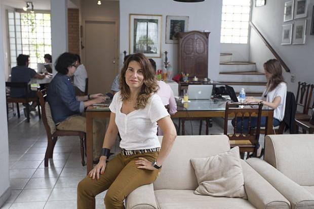 Helena Castello Branco que trabalha em 'home office' e recebe em sua casa profissionais que fazem o mesmo
